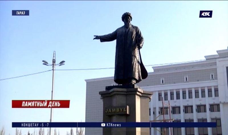 Прежний памятник акыну вернули на площадь Тараза