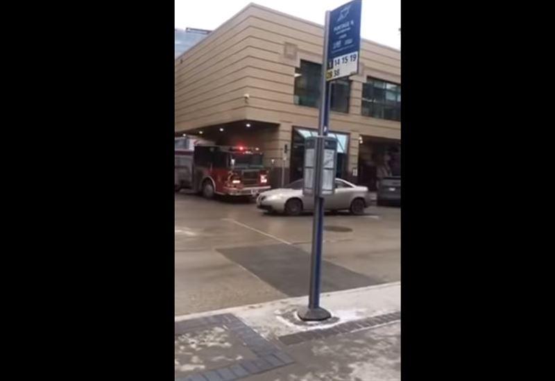 Угнав пожарную машину, мужчина отправился в людный парк
