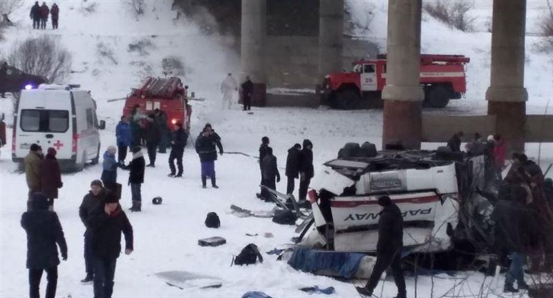 Жертвами трагедии с автобусом, рухнувшим с моста в России, стали 19 человек