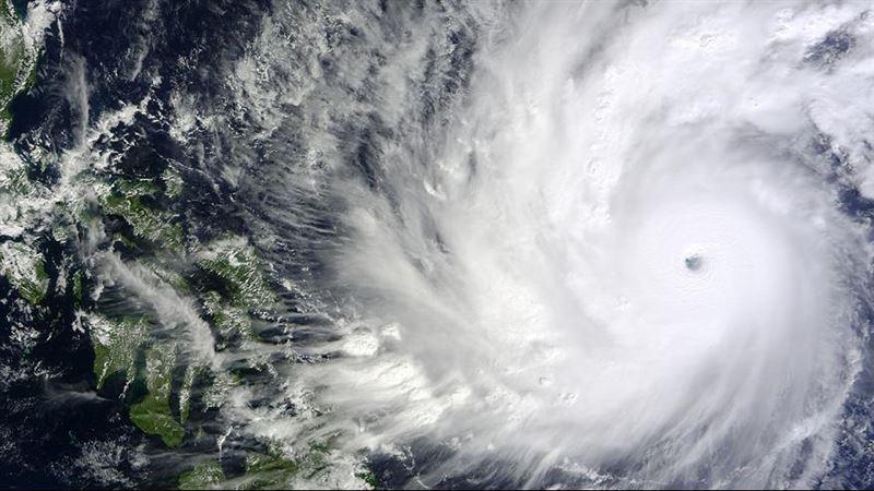 Жителей Филиппин эвакуируют из-за надвигающегося тайфуна