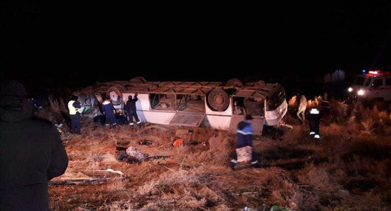 Қызылордада жолаушылар автобусы аударылып, 8 адам ажал құшты