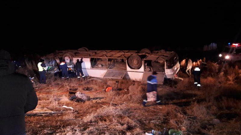 Автобус, перевозивший 50 пассажиров, перевернулся в Кызылординской области