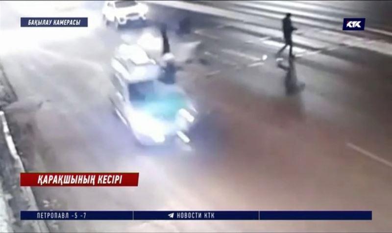 Мас күйі біреудің таксиін тартып алып айдап, екі адамды басып кетті