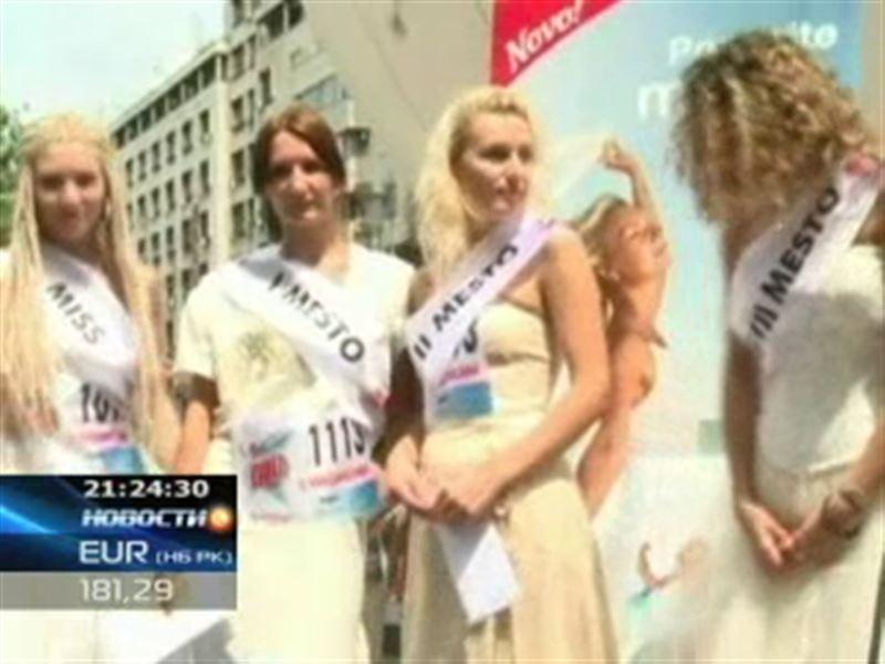 В Белграде 50 девушек в свадебных платьях бегали наперегонки