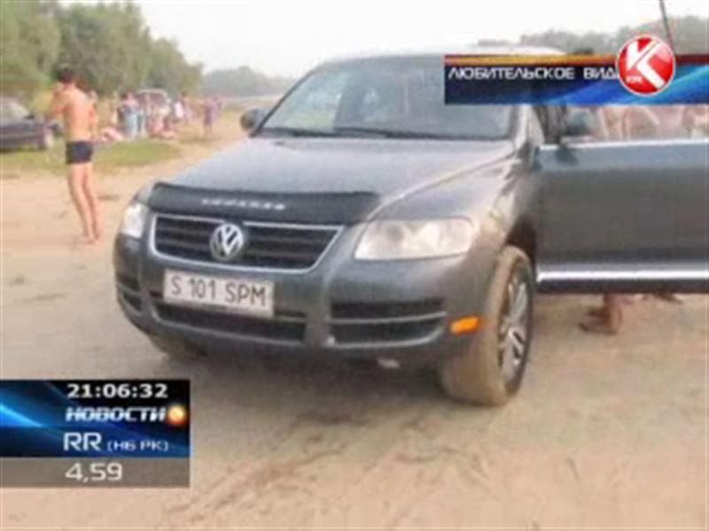 В Павлодаре на пляже пьяные гонщики устроили грандиозный переполох