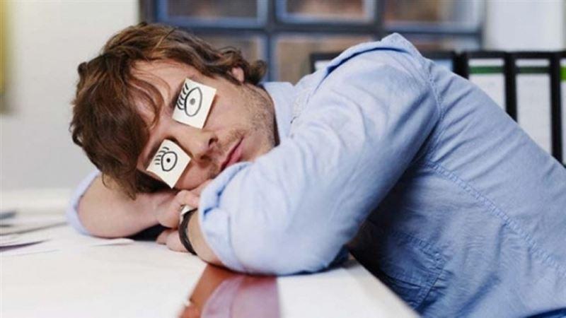 Ученые рассказали об опасности долгого сна и недосыпа
