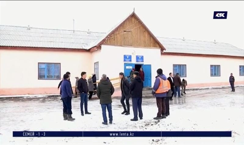 В селе не хотят строить новую школу, несмотря на нехватку кабинетов, инвентаря и туалет на улице