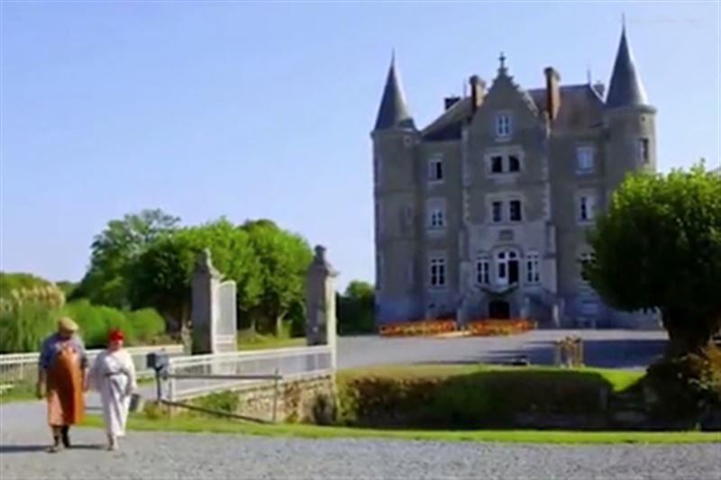 Приобретя разрушенный замок, супруги стали зарабатывать миллионы