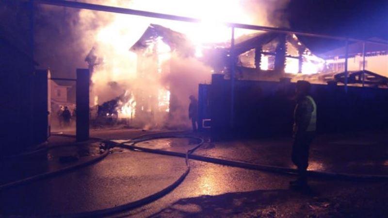 Пожар произошел в банном комплексе в Алматы