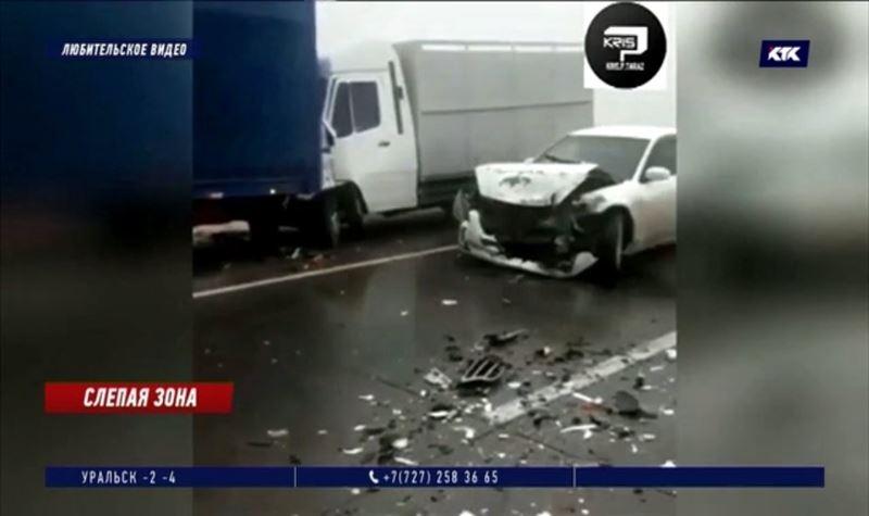 14 машин столкнулись на трассе из-за непогоды и превышения скорости
