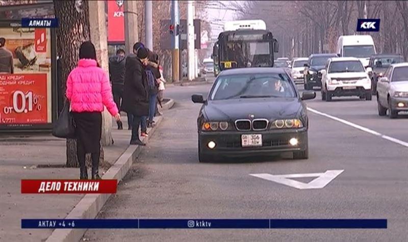 Автобусные полосы в Алматы открыты для такси, но ездить по ним некому