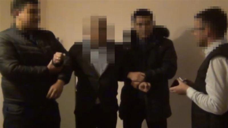 Түркістан облысында пара алып жатқан соттың видеосы жарияланды