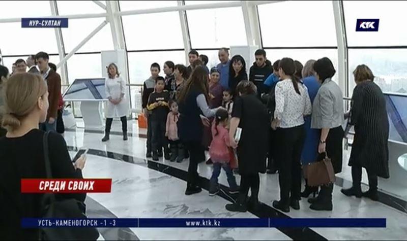 Доставленным из Багдада детям показали «Байтерек» и передали родным
