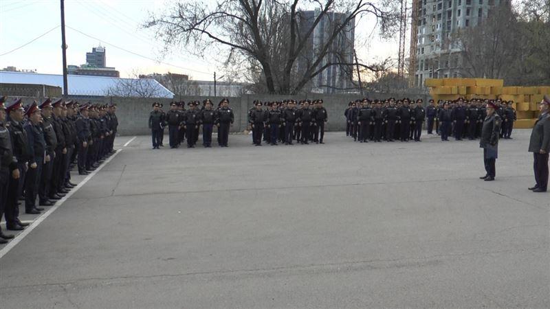 Стражи порядка Алматы задержали людей с наркотиками