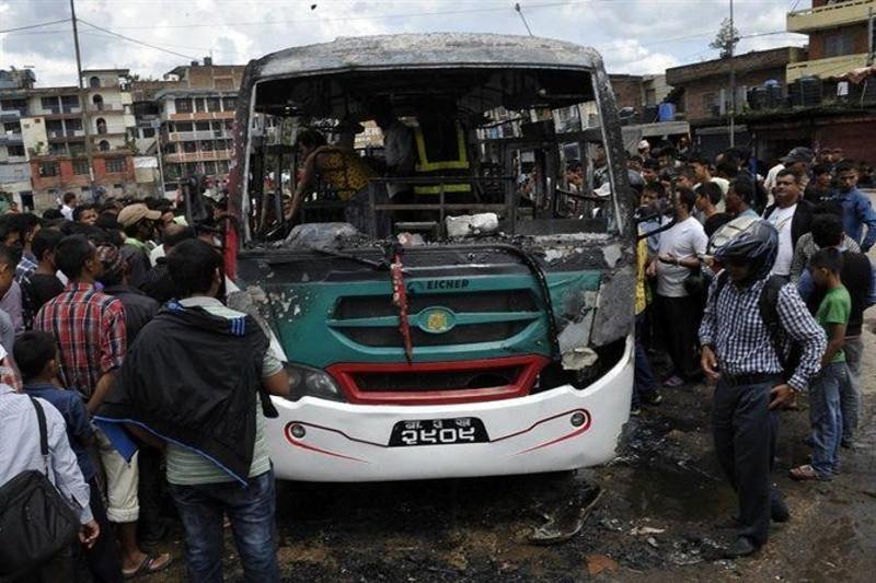 Автобус құздан құлап, 14 адам мерт болды