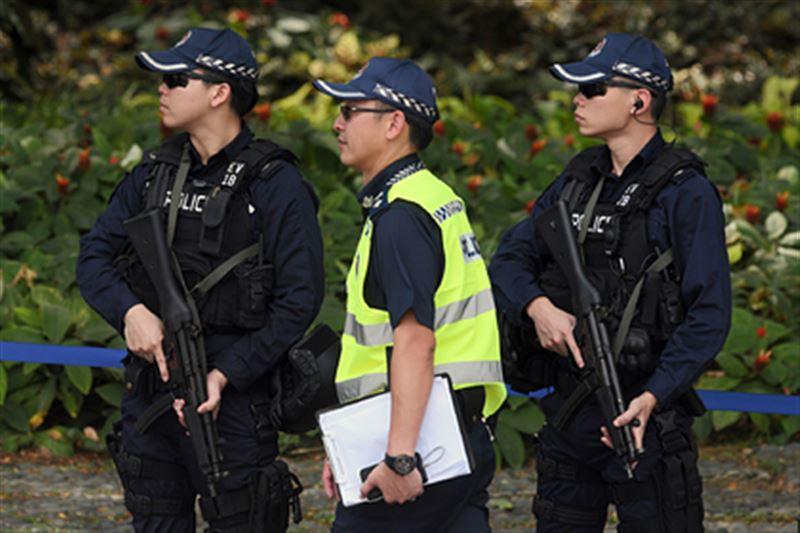 Мужчину, заглянувшего под женскую юбку, осудили в Сингапуре