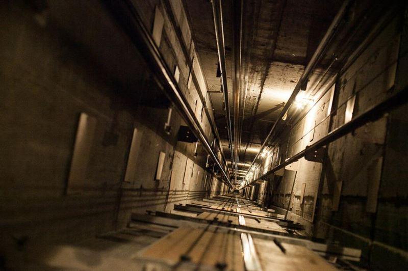 Павлодарда 64 жастағы әйел лифт шахтасына құлап мерт болды