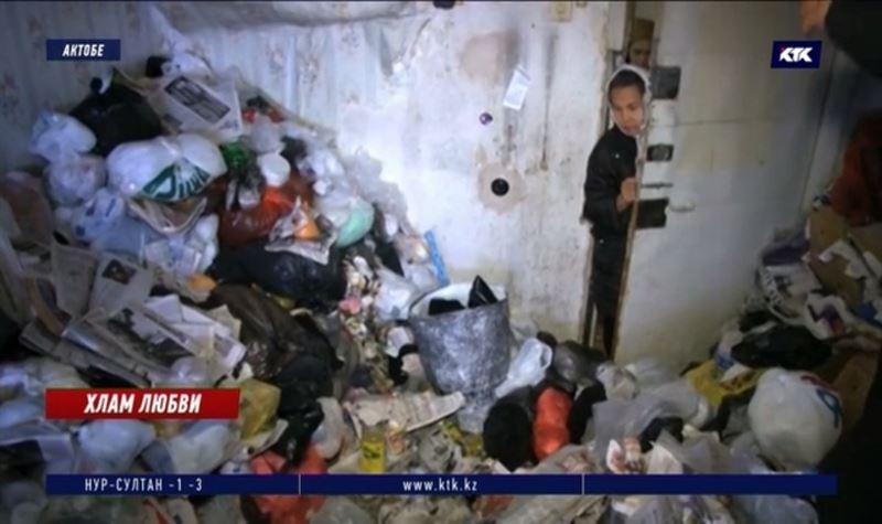 Жительница Актобе с синдромом Плюшкина выбрасывает пакеты с фекалиями из окна