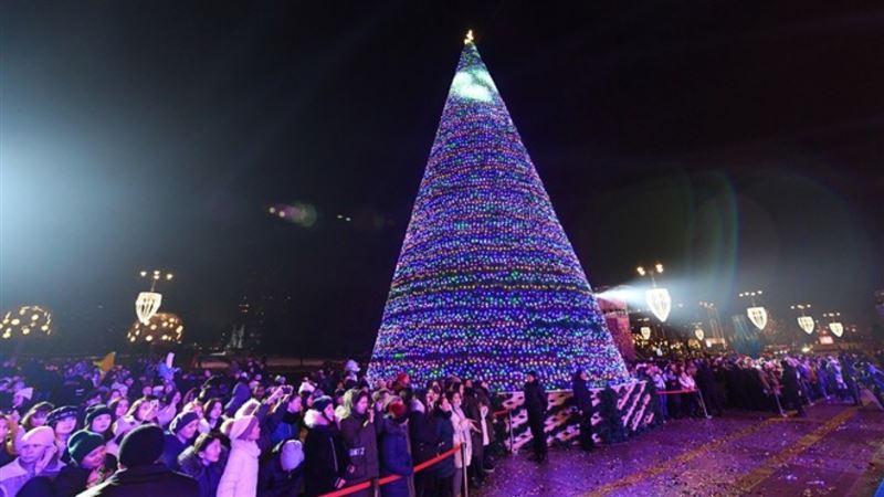 Главная елка зажглась в Алматы