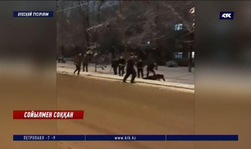 Алматы: Түнде бір топ болып төбелескен жігіттер тергеуге алынды