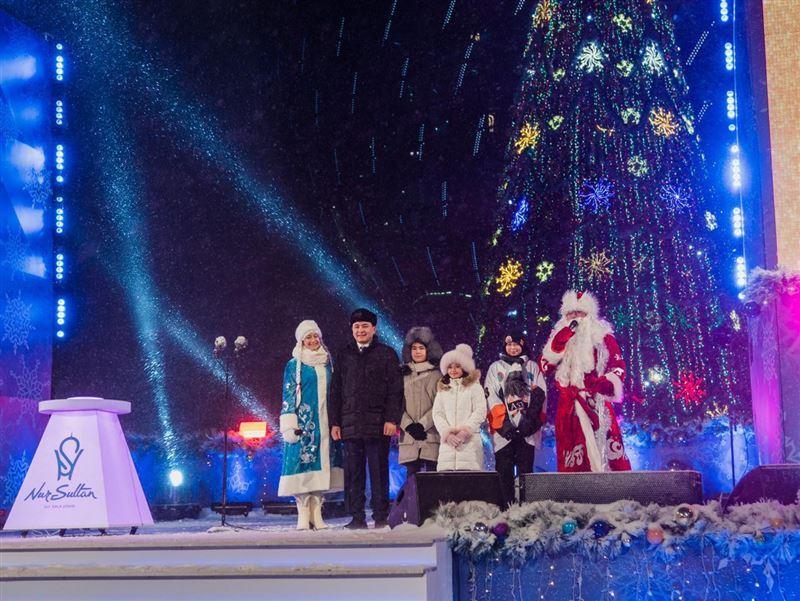 Главную новогоднюю елку страны зажгли в Нур-Султане