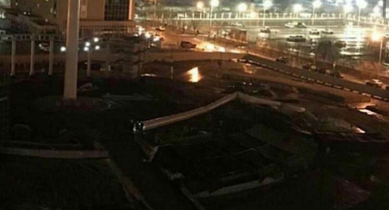 91-метровый флагшток свалился в Атырау