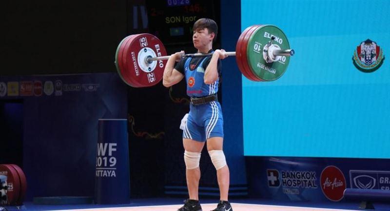 Тяжелоатлет из Казахстана взял «золото» на лицензионном турнире в Дохе