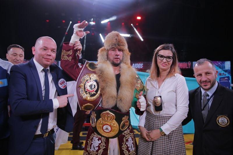 Жеңілмеген қазақ боксшы Ресейде қарсыласын сұлатып салды