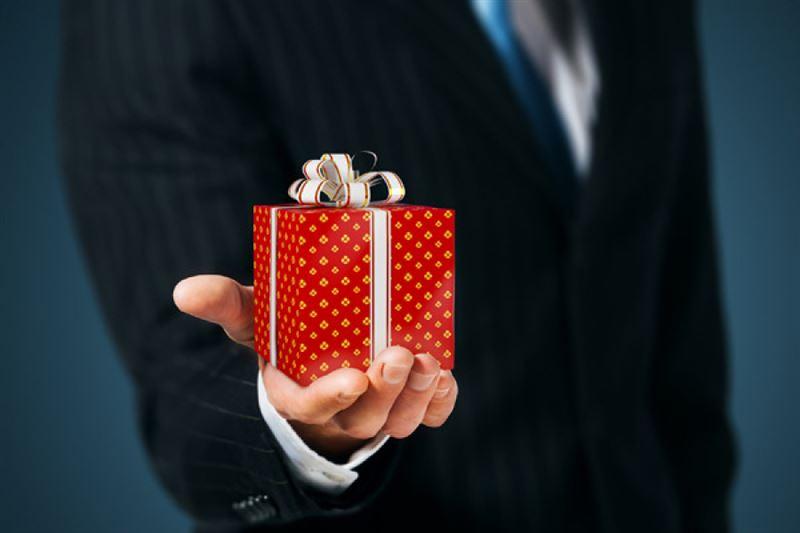 Мемлекеттік қызметкерлерге жаңа жыл қарсаңында сыйлық алуға тыйым салынды