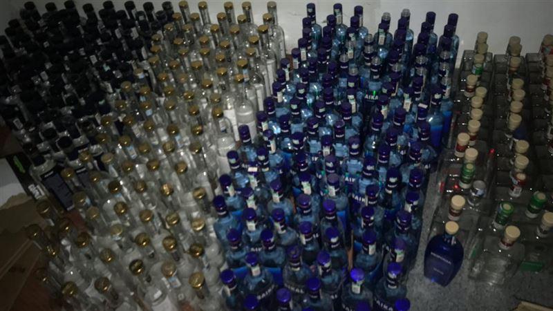 В Шымкенте пресечена деятельность цеха по изготовлению поддельного алкоголя
