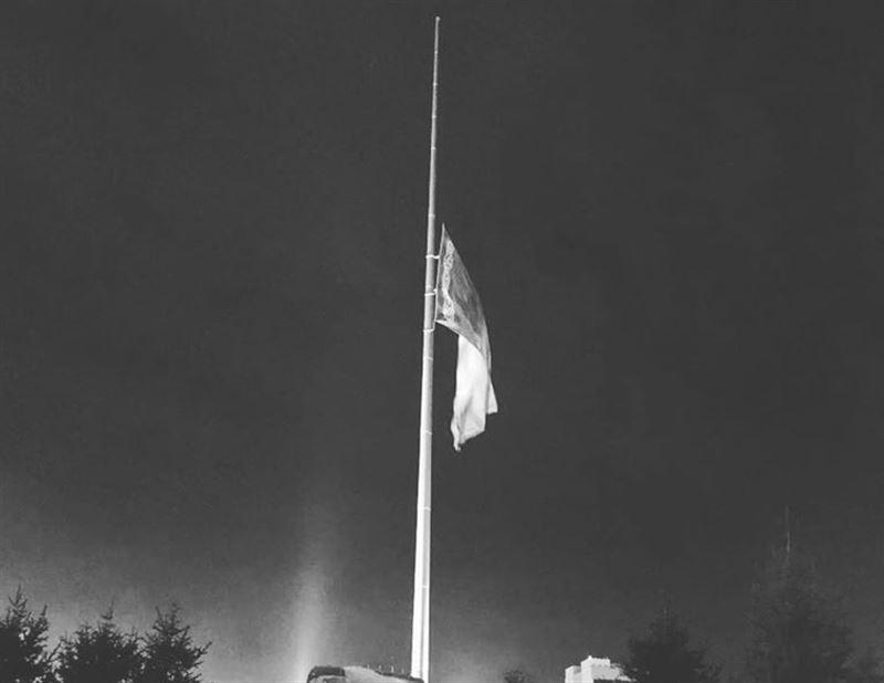 Приспустили самый большой казахстанский флаг