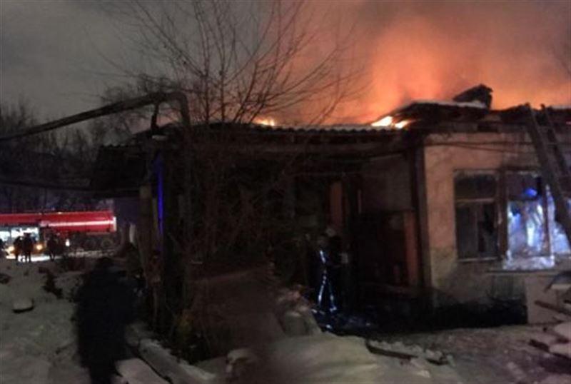 Алматинский мебельный цех был охвачен огнем