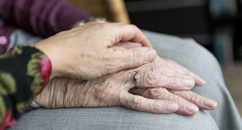 72 жастағы қария мүгедек әйелін өлімнен құтқарды