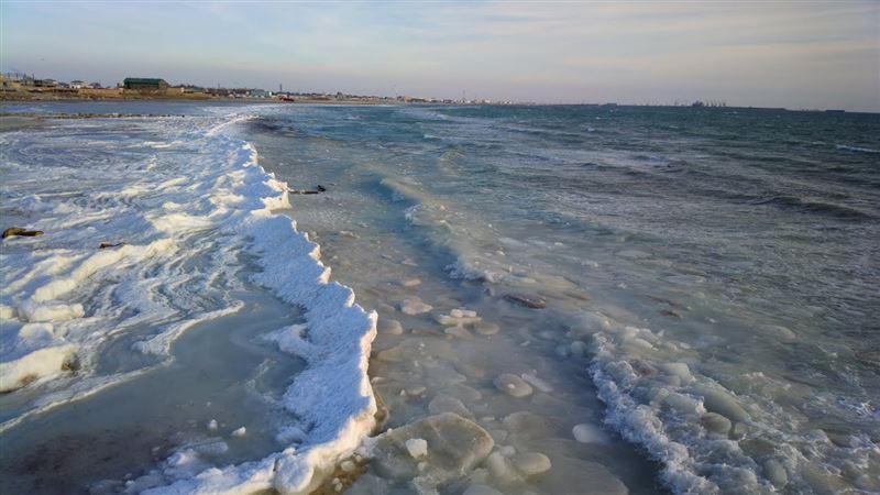 В Актау мужчина едва не погиб, решив искупаться в море