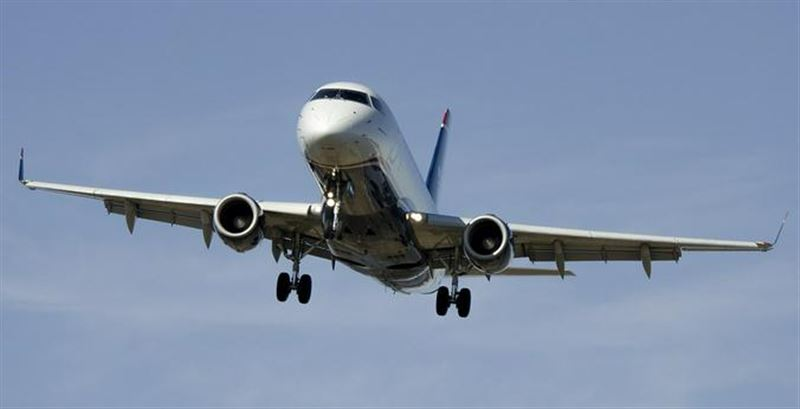 Пассажирский самолет потерял колесо при взлете