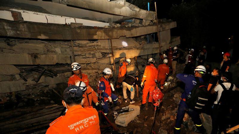 В Камбодже 36 человек погибли при обрушении строящегося здания