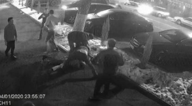 Алматыда жігіттердің жаппай төбелесі видеоға түсіп қалған