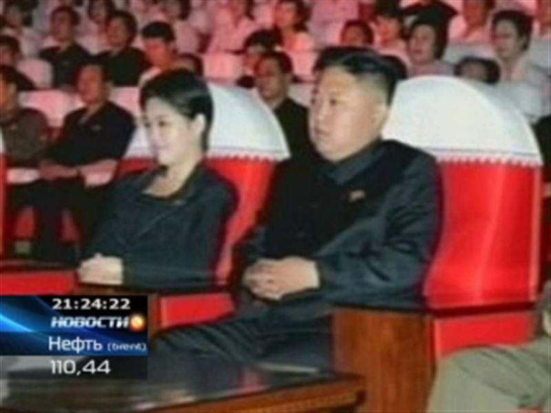 Ким Чен Ын продолжает появляться на публике в компании таинственной незнакомки