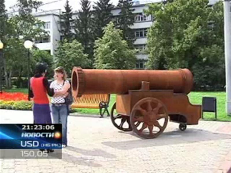 В Петропавловске напротив городского акимата установили пушку