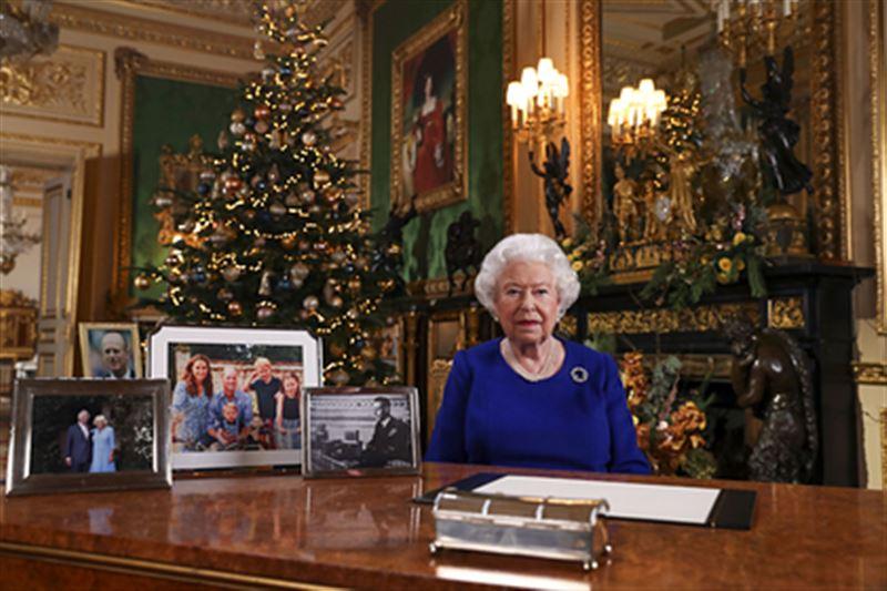 Королева Великобритании собирает семейный совет из-за принца Гарри