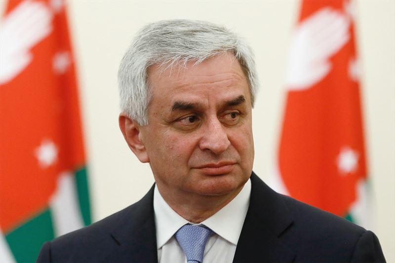 Хаджимба покинул пост президента Абхазии