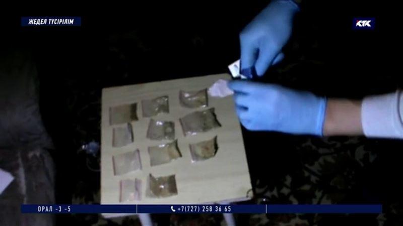 Екі петропавлдық жігіт ғаламторда синтетикалық есірткі сатып қыруар пайда тапқан