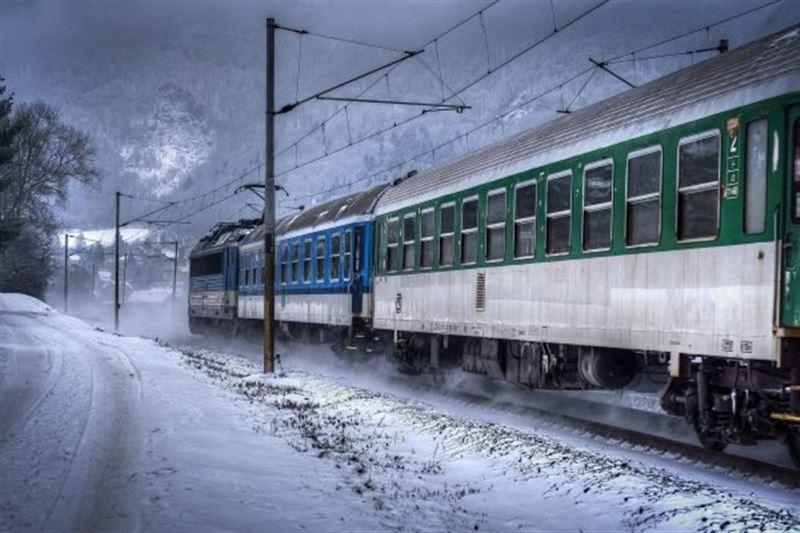 Поезд сбил двух человек в Жамбылской области