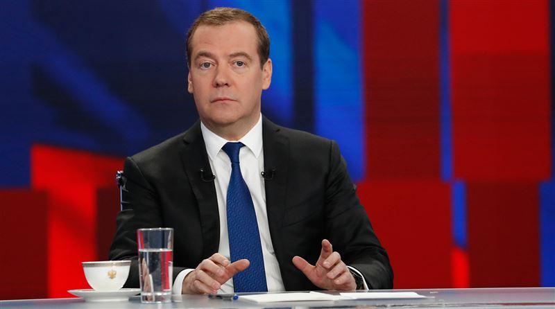 Правительство уходит в отставку, заявил премьер-министр России Медведев