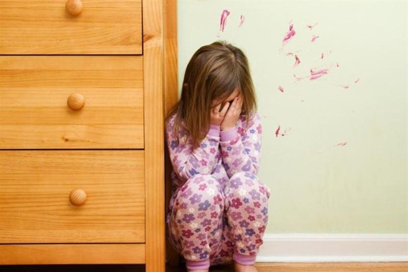 Карагандинка заявила, что ее дочь запирали в шкафу в детском саду