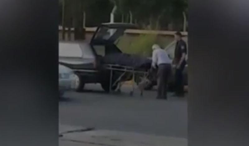 Покойник выпал из катафалка посреди дороги