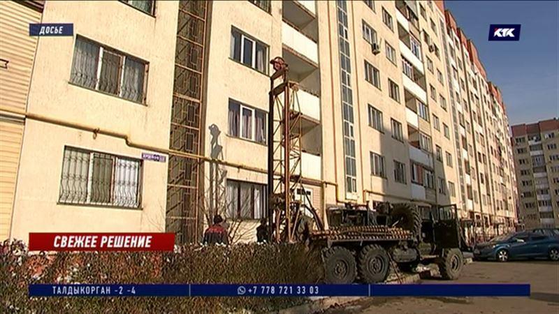 Накренившиеся многоэтажные дома решено укреплять высадкой тополей