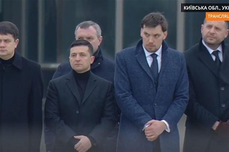 Зеленский встретил в аэропорту Киева тела погибших в Иране украинцев