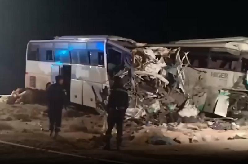 Екі автобус соқтығысып, 12 адам мерт болды