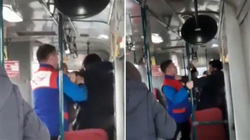 В Уральске кондуктор автобуса подрался с пассажиром
